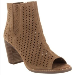 ❤️ Toms Majorca Perforated Leather Peep-Toe Bootie